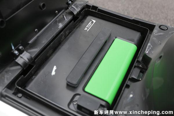小牛电动n1采用锂电池组,内核由松下/lg/三星提供的18650电池并